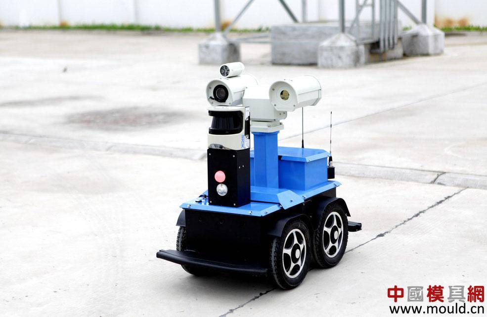 """模具网巡检机器人""""成成""""投入试运行"""